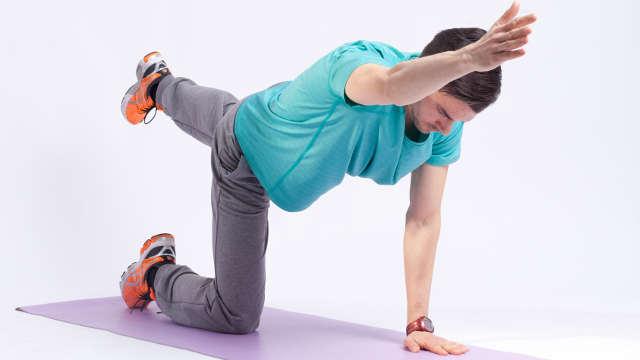 Mit Rückenübungen den Rücken zu Hause stärken
