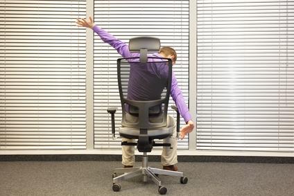 dynamisches Sitzen kann helfen, Rückenschmerzen zu vermeiden