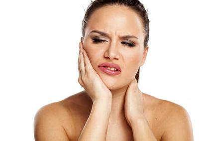 Rückenschmerzen durch Zähneknirschen