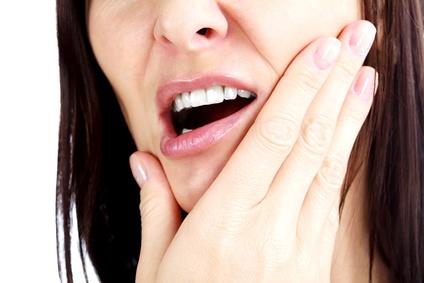 Wenn Zähneknirschen im Rücken schmerzt